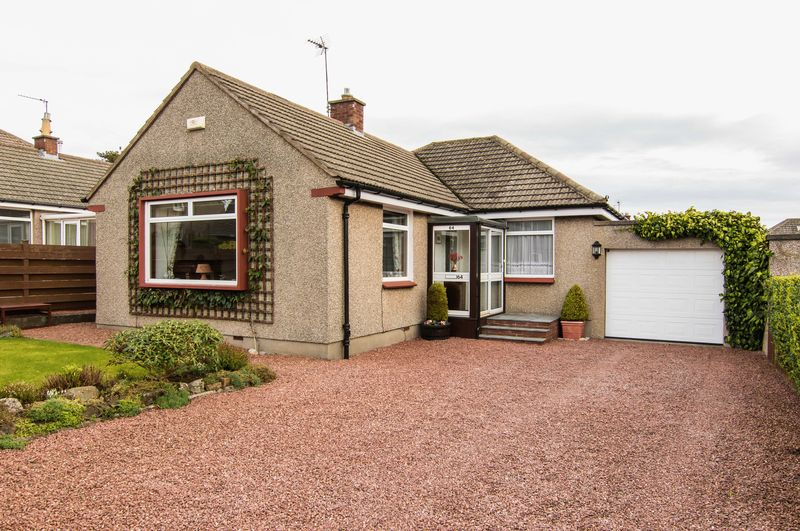 3 Bedrooms Detached Bungalow for sale in 64 Swanston Avenue, Swanston, Edinburgh, EH10 7DB
