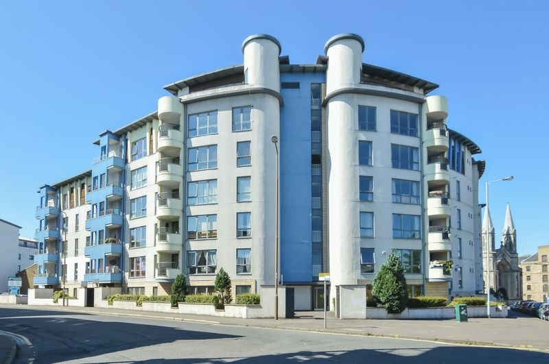 3 Bedrooms Flat for sale in 18/1 Coburg Street, The Shore, Edinburgh, EH6 6HL