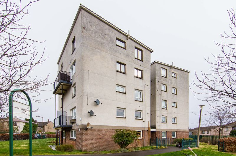 2 Bedrooms Flat for sale in 6/3 Southhouse Grove, Southhouse, Edinburgh, EH17 8EJ