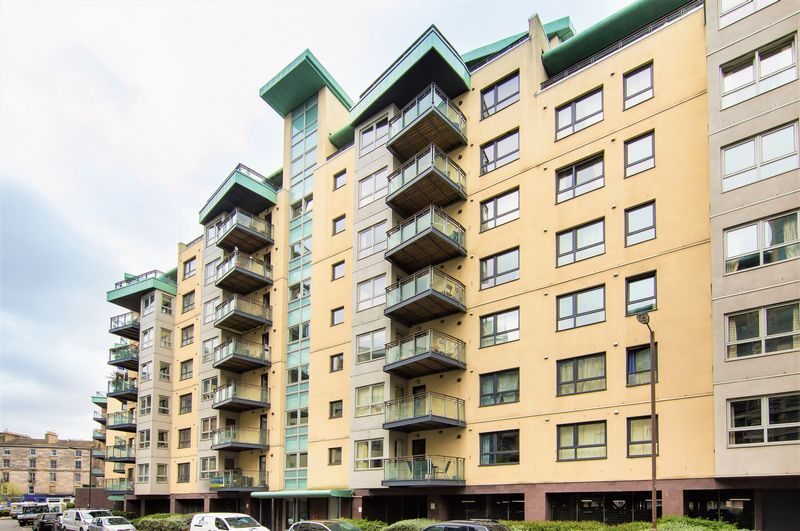 3 Bedrooms Flat for sale in 3/11 Portland Gardens, The Shore, Edinburgh, EH6 6NY