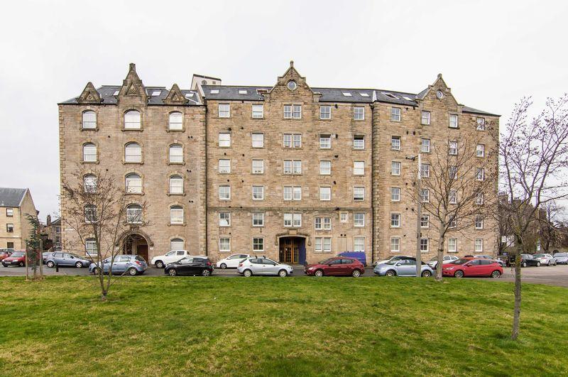 1 Bedroom Flat for sale in 17/4 John's Place, Leith, Edinburgh, EH6 7EN