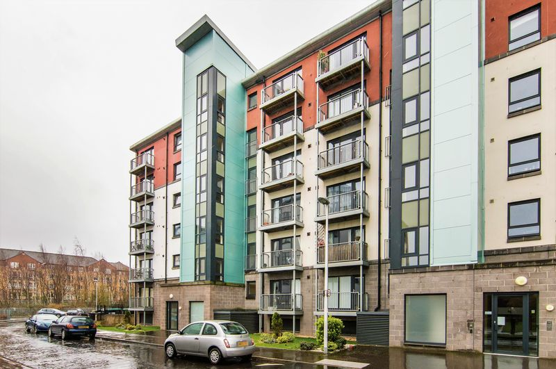 2 Bedrooms Flat for sale in 6/14 Lochend Park View, Easter Road, Edinburgh, EH7 5FZ