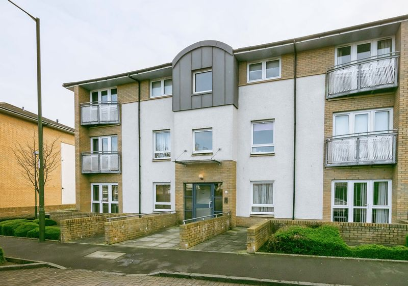 2 Bedrooms Flat for sale in 22/5 Stenhouse Street West, Stenhouse, Edinburgh, EH11 3DX