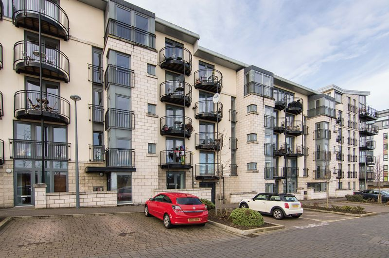 2 Bedrooms Flat for sale in Flat 1, 8 Colonsay Way, Granton, Edinburgh, EH5 1FB