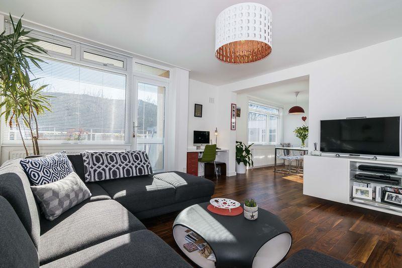 3 Bedrooms Flat for sale in Flat 11, 25 Mortonhall Road, The Grange, Edinburgh, EH9 2HS
