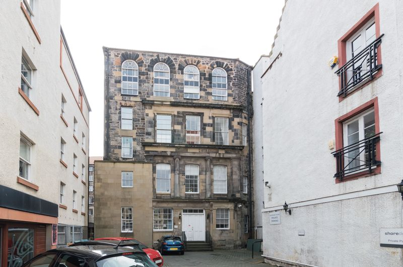 2 Bedrooms Flat for sale in 42/4 Shore, Leith, Edinburgh EH6 6QU