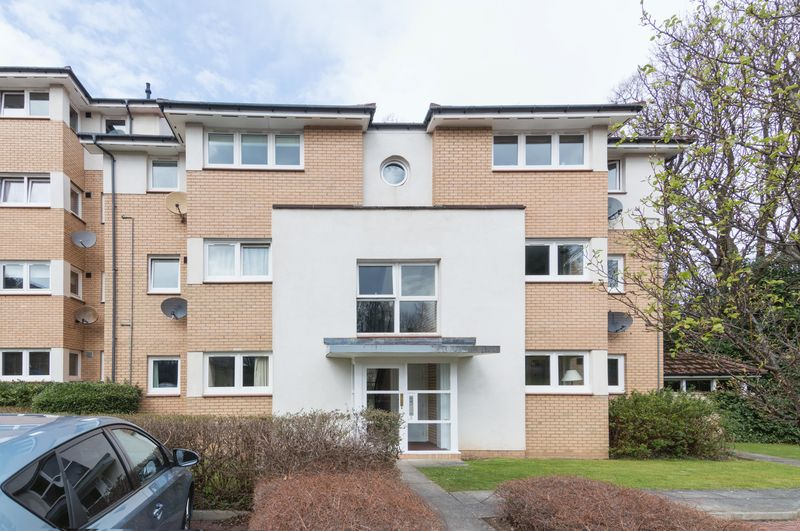 2 Bedrooms Flat for sale in 5/2 Inglis Green Rigg, Longstone, Edinburgh EH14 2LE