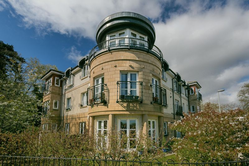 3 Bedrooms Flat for sale in 14/3 Howden Hall Road, Liberton Gate, Howden Hall, Edinburgh, EH16 6PQ