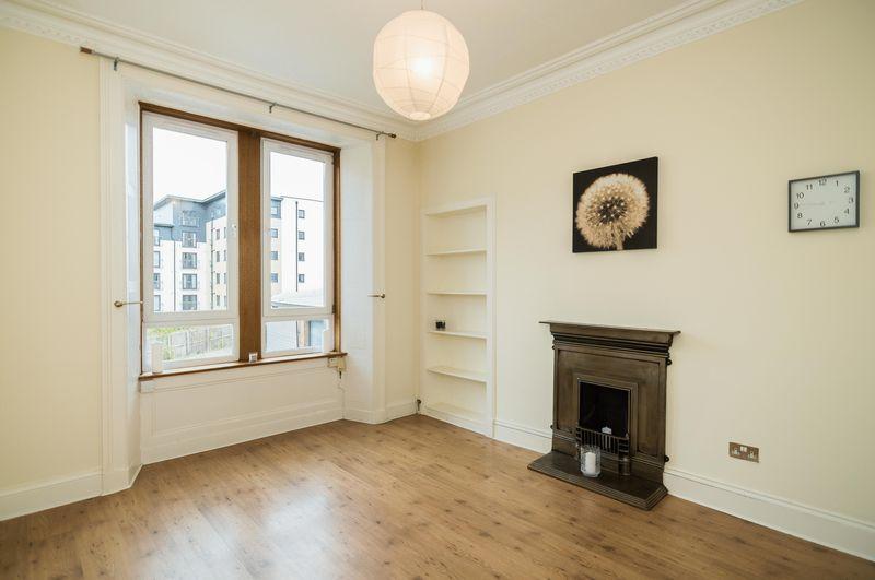 2 Bedrooms Flat for sale in 9/2 Gibson Street, Bonnington, Edinburgh, EH7 4LW
