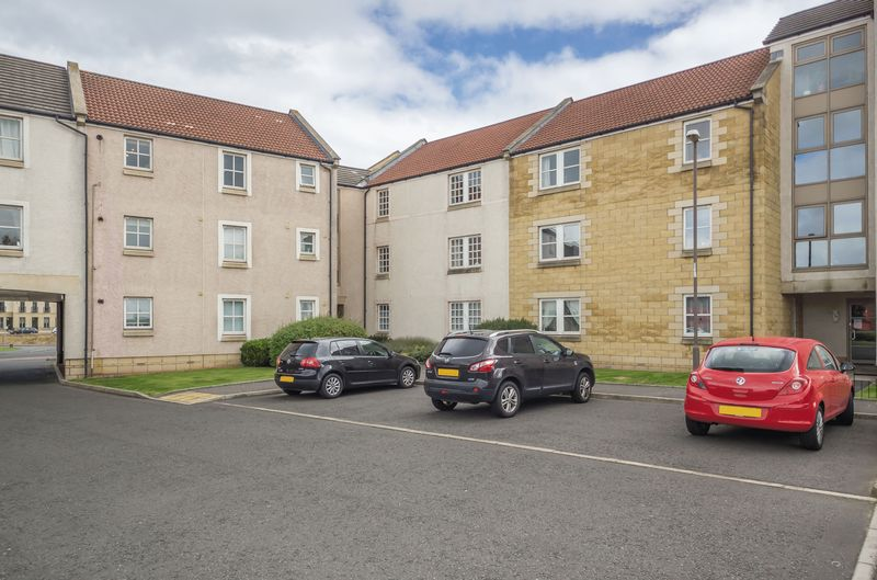 2 Bedrooms Flat for sale in 11/3 Newhaven Place, Newhaven, Edinburgh EH6 4TW