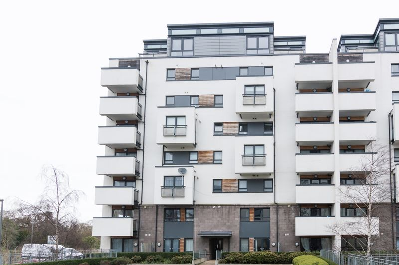 3 Bedrooms Flat for sale in 4/15 Colonsay View, Granton, Edinburgh EH5 1FH