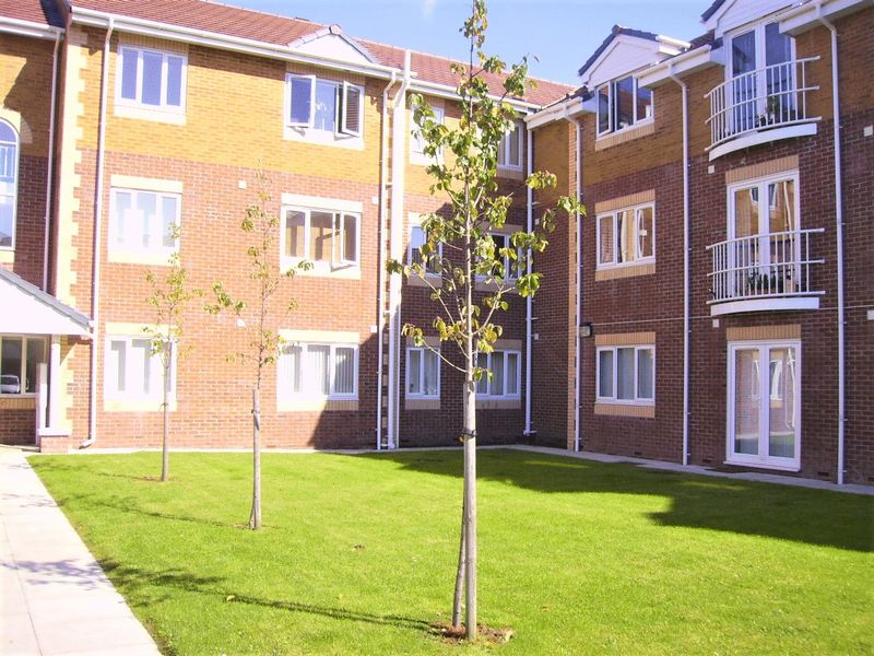 2 Bedrooms Flat for sale in The Quays, Burscough,