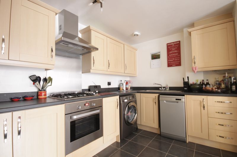 2 Bedrooms Flat for sale in MAGNUS COURT, CHESTER GREEN