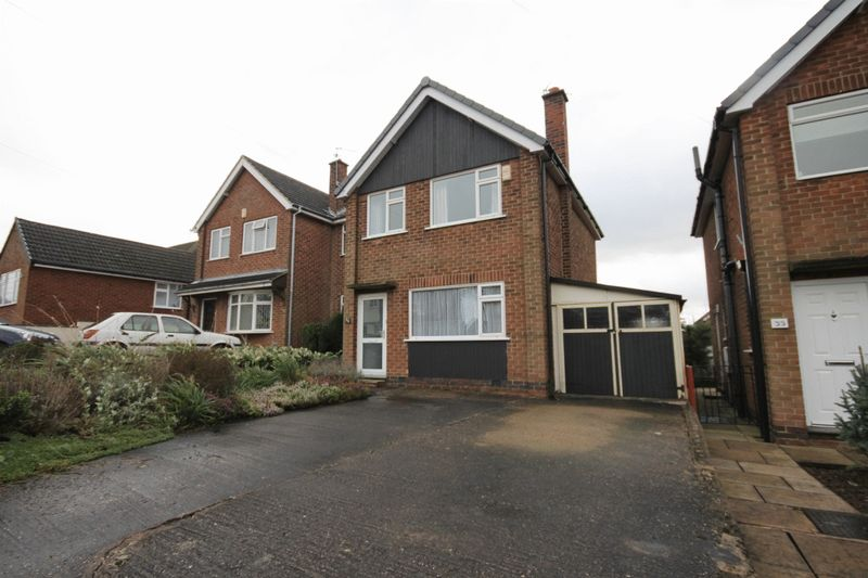 3 Bedrooms Detached House for sale in CADGEWITH DRIVE, ALLESTREE