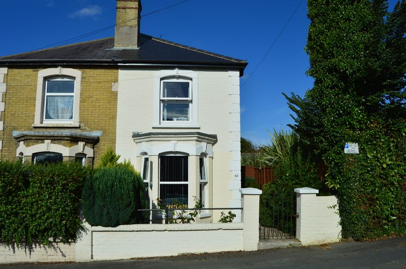 3 Bedrooms Semi Detached House for sale in York Avenue, East Cowes