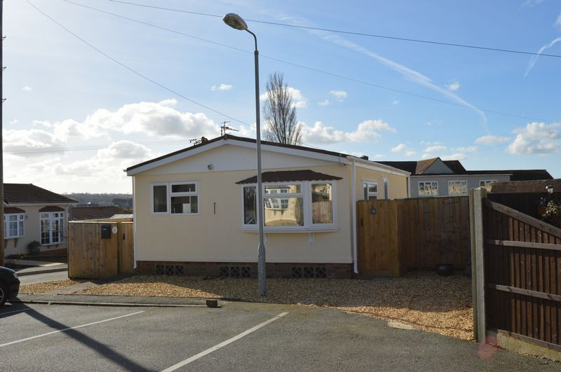 2 Bedrooms Detached Bungalow for sale in Medina Park, Whippingham