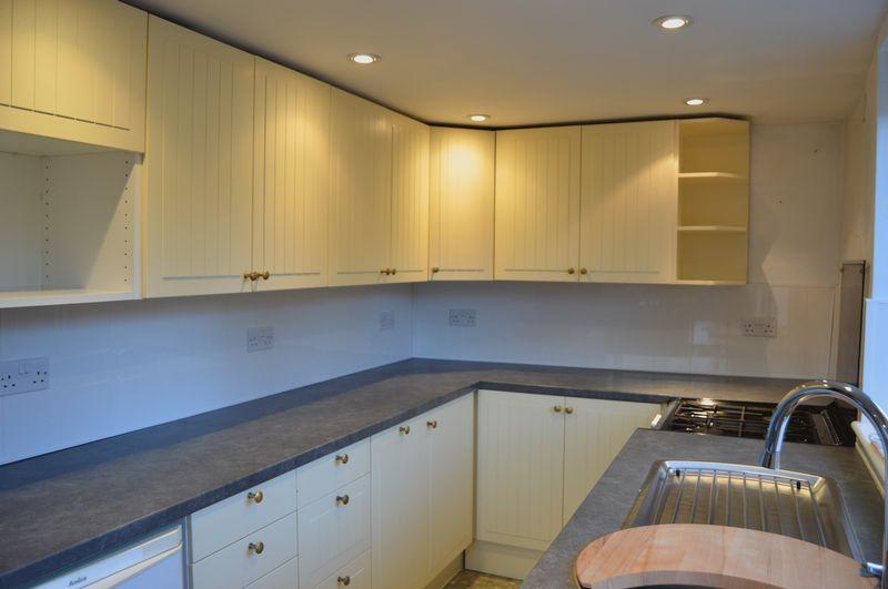 3 Bedrooms Detached House for sale in Castle Street, Carisbrooke Village