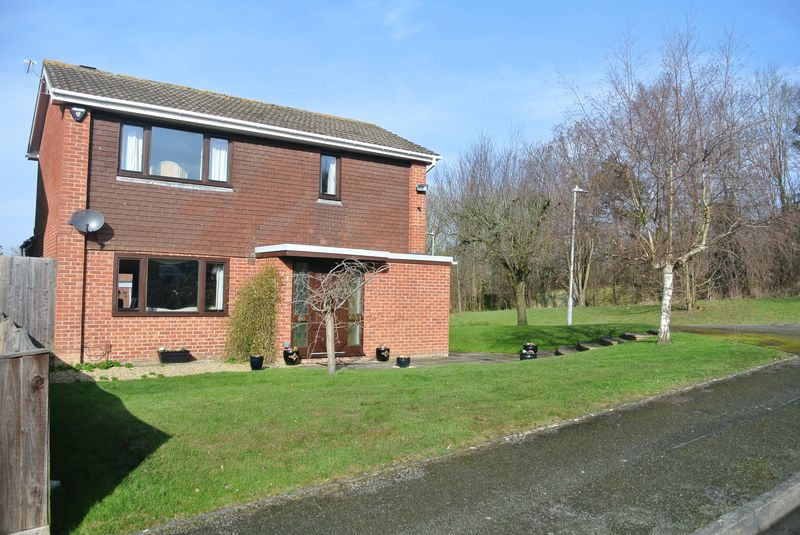 3 Bedrooms Detached House for sale in Millfields, Hucclecote, Gloucester