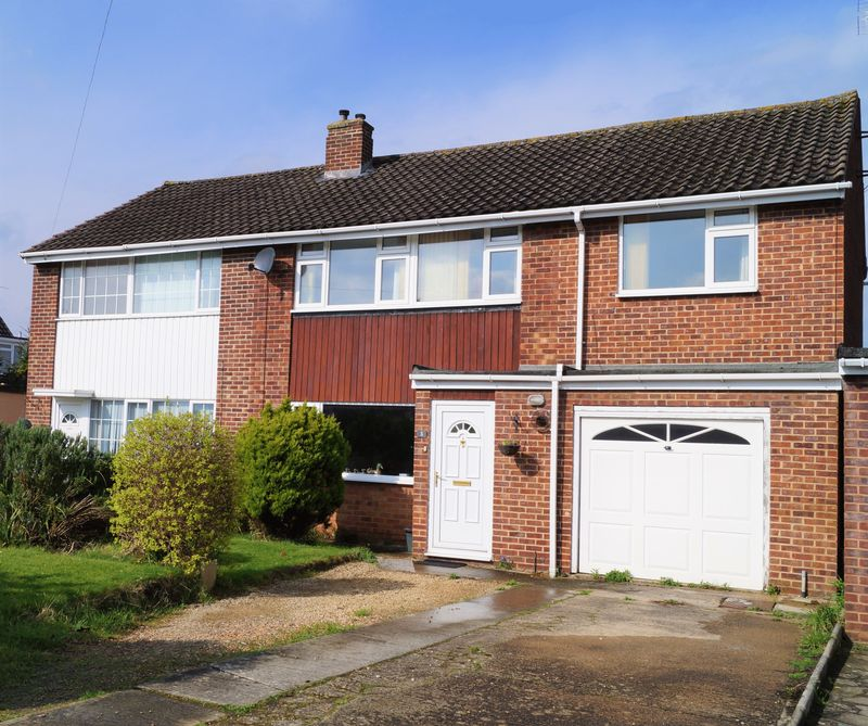 4 Bedrooms Semi Detached House for sale in Barnacre Drive, Hucclecote, Gloucester