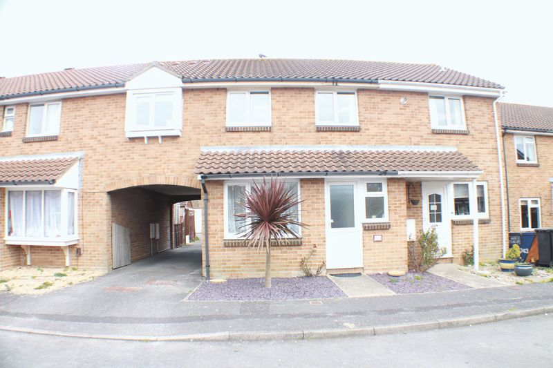 4 Bedrooms Terraced House for sale in Harrier Close, Lee-On-The-Solent