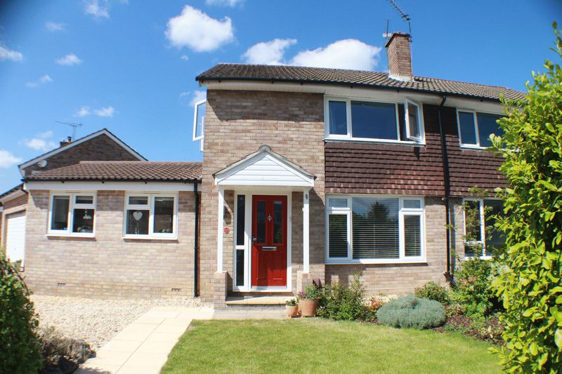 3 Bedrooms Semi Detached House for sale in Woodlands Close, Sarisbury Green