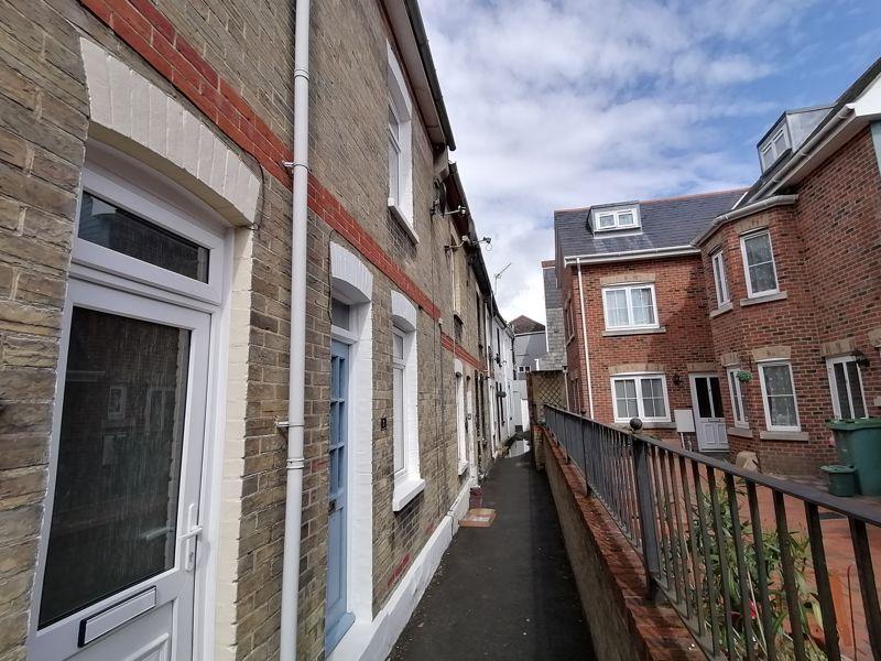Middleton Terrace, Cross Street