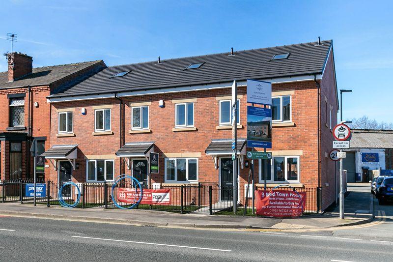 3 Bedrooms Terraced House for sale in Warrington Road, Platt Bridge, WN2 5JA