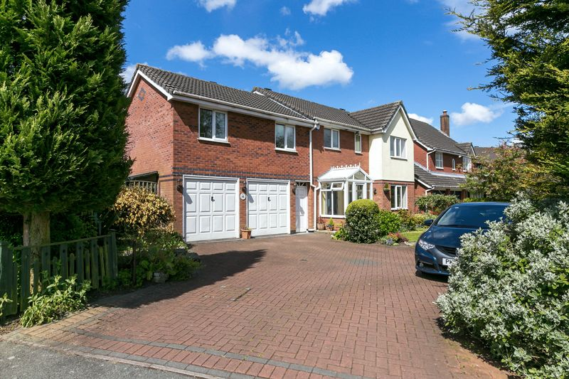 6 Bedrooms Detached House for sale in Parklands Drive, Aspull, WN2 1ZA
