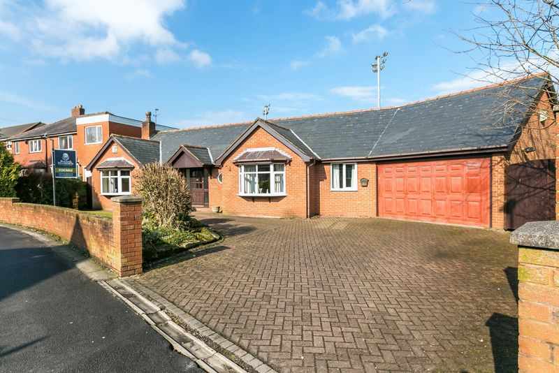 3 Bedrooms Detached Bungalow for sale in Edge Hall Road, Orrell, Wigan, WN5 8TL