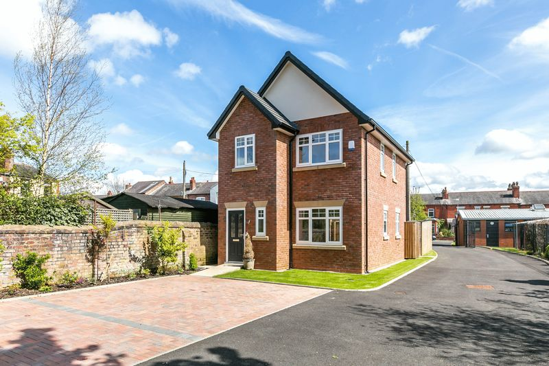3 Bedrooms Detached House for sale in Gidlow Gardens, Off Gidlow Lane, Wigan, WN6 7PF
