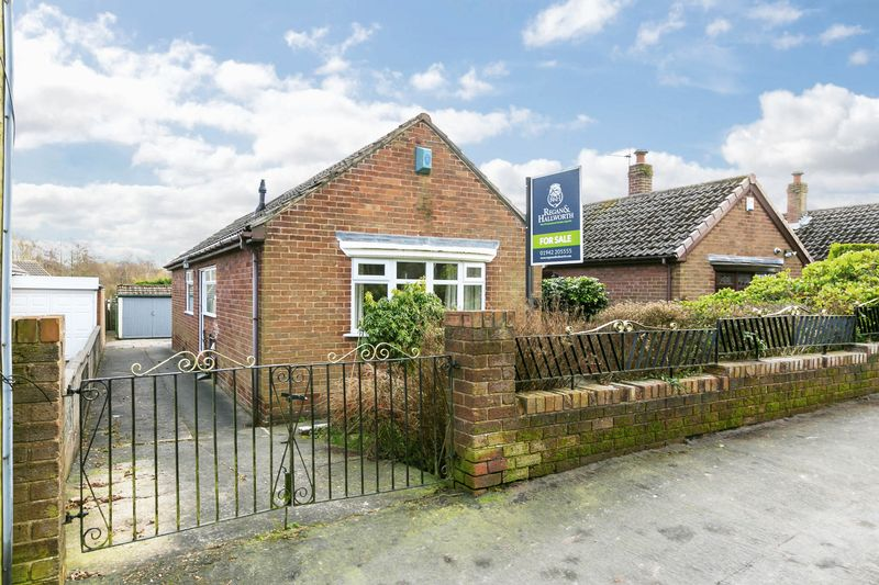 3 Bedrooms Semi Detached Bungalow for sale in Greenslate Road, Billinge, WN5 7BQ