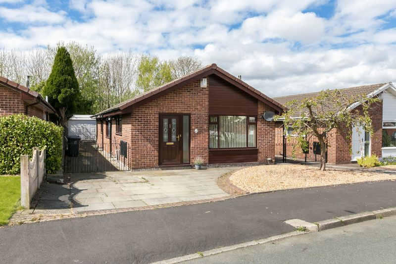 3 Bedrooms Detached Bungalow for sale in Whitecroft Road, Hawkley Hall, WN3 5PS