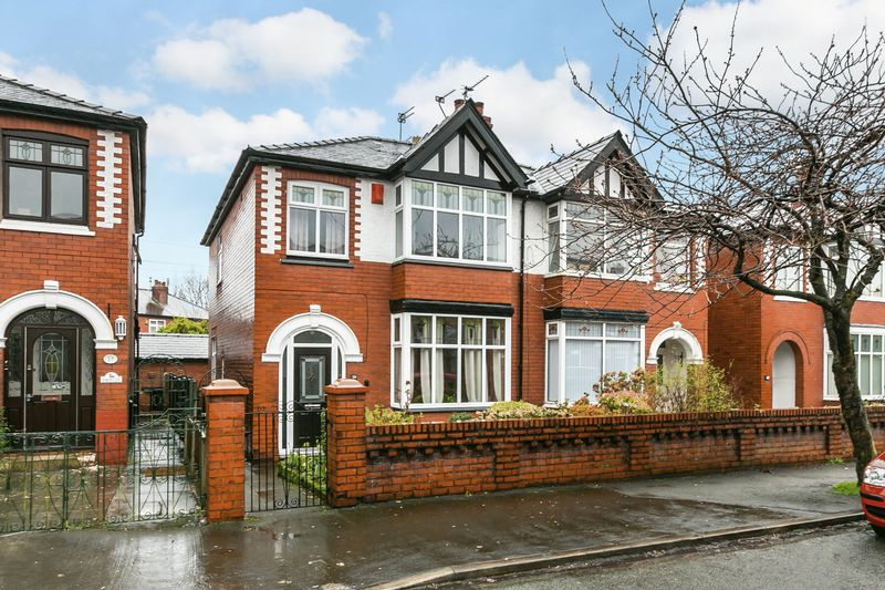 3 Bedrooms Semi Detached House for sale in Swinley Lane, Swinley, WN1 2EB
