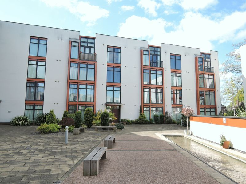 2 Bedrooms Flat for sale in Crown House, Freshpool Way, Manchester