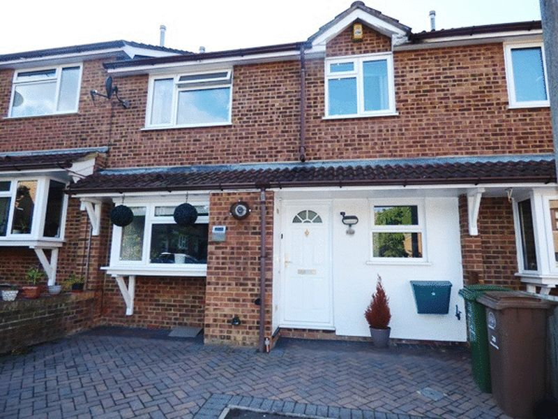 2 Bedrooms Terraced House for sale in Whelan Way, WALLINGTON, Surrey
