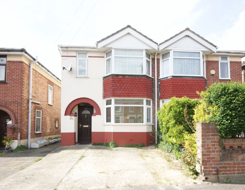 4 Bedrooms Semi Detached House for sale in Findon Road, Gosport