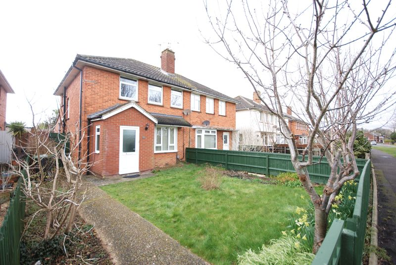 4 Bedrooms Semi Detached House for sale in Wych Lane, Gosport