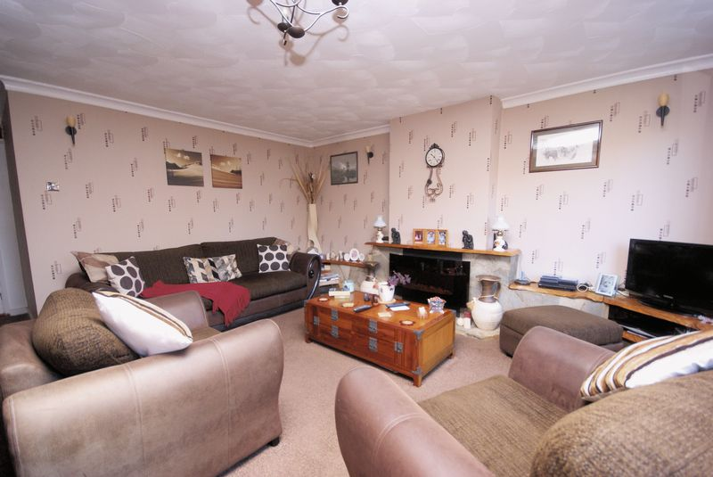 4 Bedrooms Semi Detached House for sale in Oakdene, Gosport