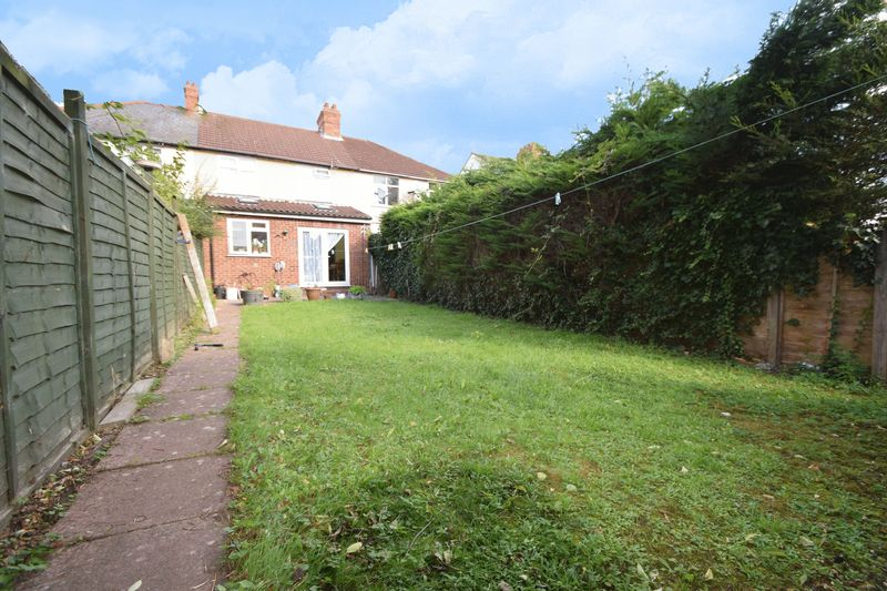 3 Bedrooms Terraced House for sale in Stockingstone Road, Luton