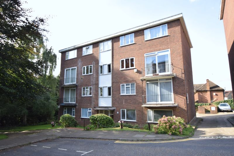 2 Bedrooms Flat for sale in The Larches, Luton