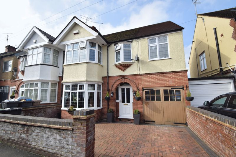 4 Bedrooms Semi Detached House for sale in Culverhouse Road, Luton