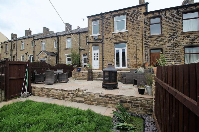 3 Bedrooms Terraced House for sale in Hazel Grove, Linthwaite, Huddersfield