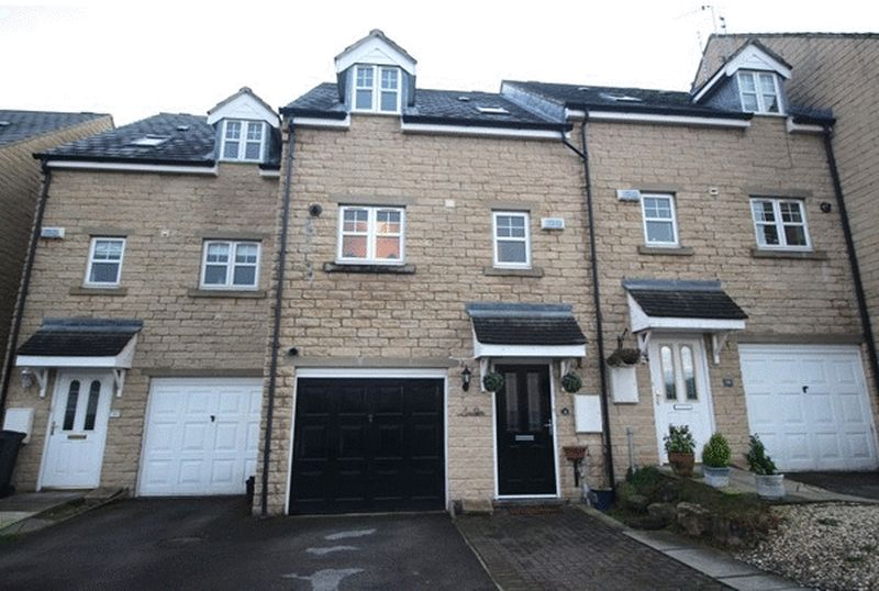 3 Bedrooms House for sale in High Bank Close, Elland