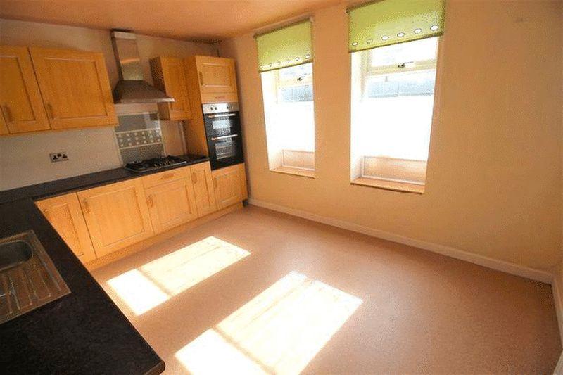 3 Bedrooms Terraced House for sale in Elland Lane, Elland