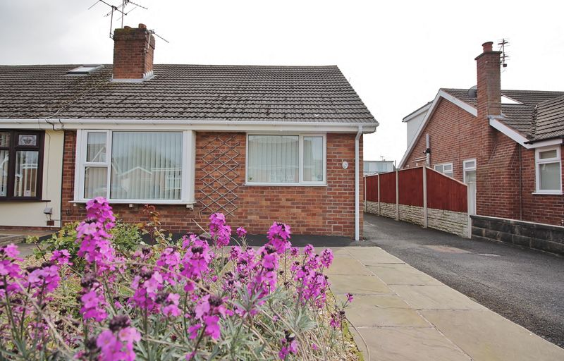 2 Bedrooms Semi Detached Bungalow for sale in 10 Wendover Road, Carleton, Poulton-Le-Fylde, FY6 7PT