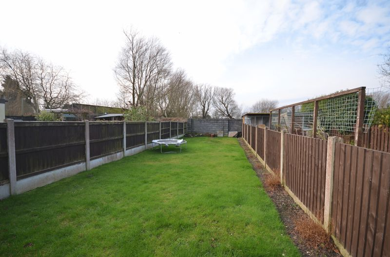 3 Bedrooms Terraced House for sale in 22 Rosslyn Avenue, Preesall, Lancs FY6 0HE
