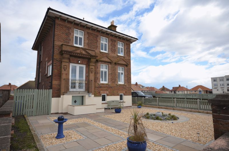 4 Bedrooms Detached House for sale in Cherbourg, 44 North Promenade, Thornton-Cleveleys, FY5 1LN