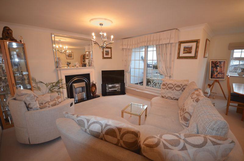 2 Bedrooms Flat for sale in 63 Garden Close, Poulton-Le-Fylde Lancs FY6 7WG