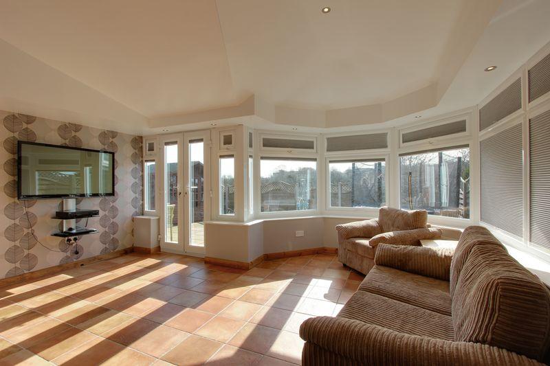 4 Bedrooms Detached House for sale in 41 The Rowans Poulton Le Fylde Lancs FY6 7UW