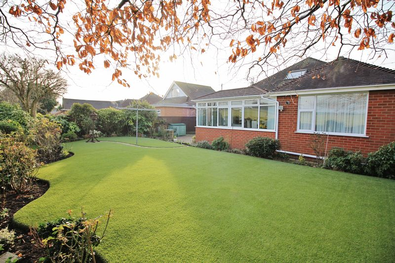 2 Bedrooms Detached Bungalow for sale in 30 Woodland Drive, Poulton-Le-Fylde, FY6 8ET
